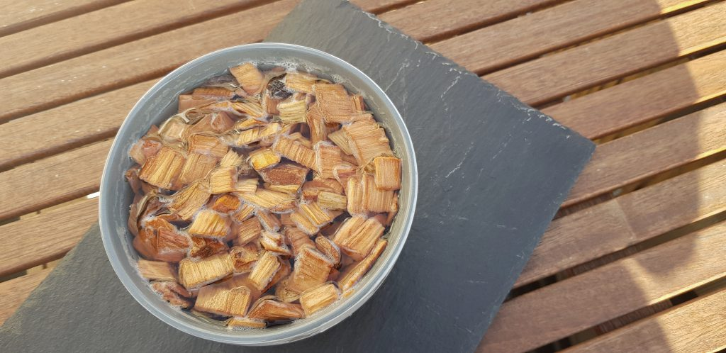 Räucherchips im Wasserbad