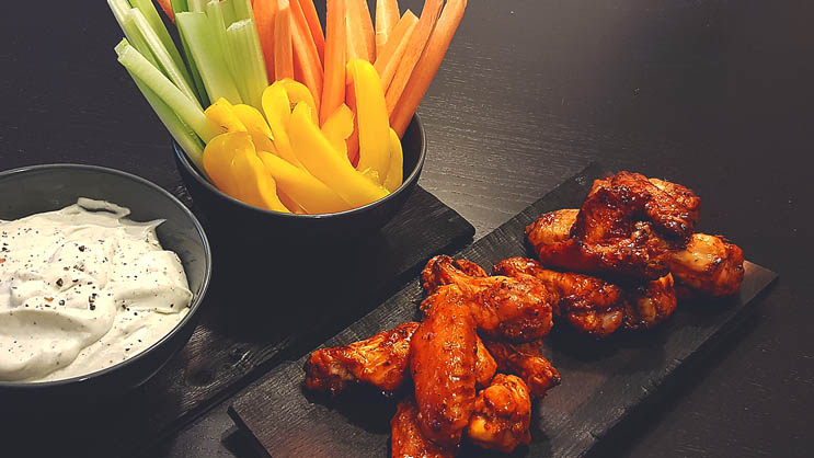 Buffalo Hot Wings mit Blue Cheese Dip