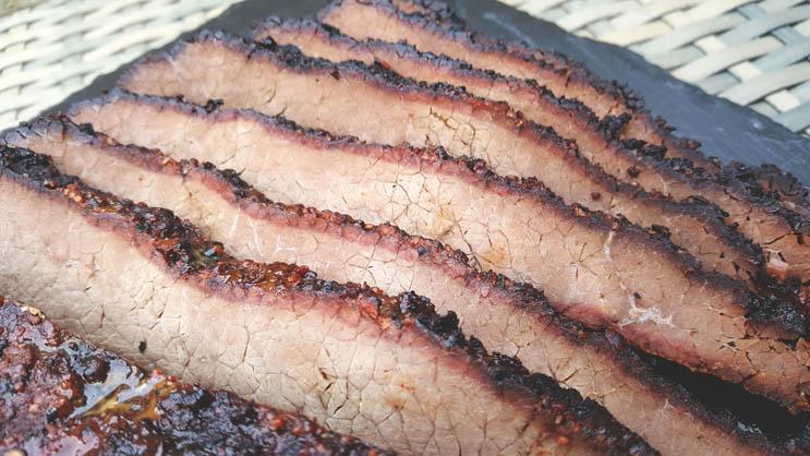 Fertiges Beef Brisket vom Gasgrill