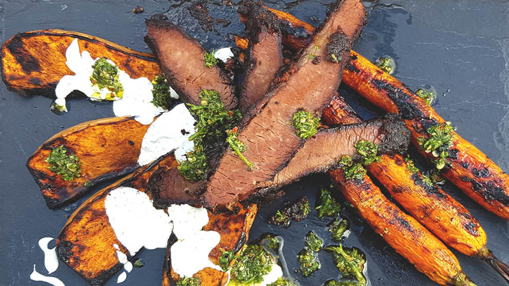 Beef Brisket mit Grillgemüse und Chimichurri
